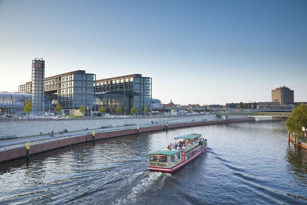 Hauptbahnhof (Main railway station) and River Spree, Berlin, Germany