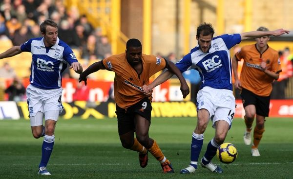Birmingham City's Roger Johnson (centre right) and Wolverhampton Wanderers' Sylvan Ebanks-Blake (centre left) battle for the ball