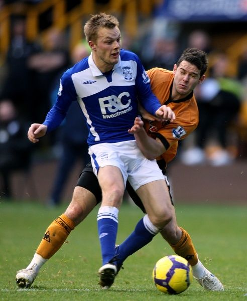 Birmingham City's Sebastian Larsson and Wolverhampton Wanderers' Matthew Jarvis (right) battle for the ball
