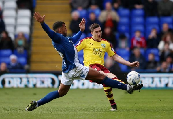 Burnleya??is Stephen Ward and Birminghama??is David Davis battle for the ball during the Sky Bet Championship match at St Andrews, Birmingham