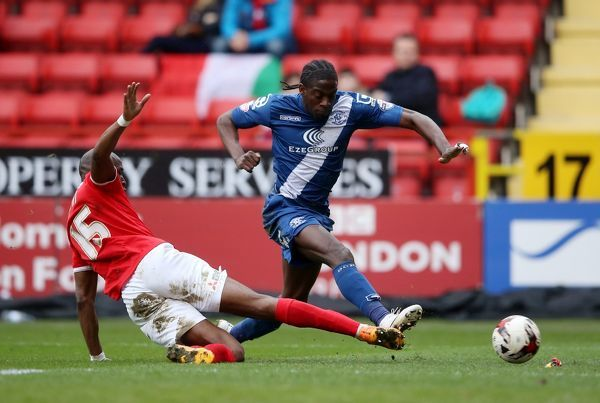Charlton Athletic's Rod Fanni (left) and Birmingham City's Clayton Donaldson battle for the ball