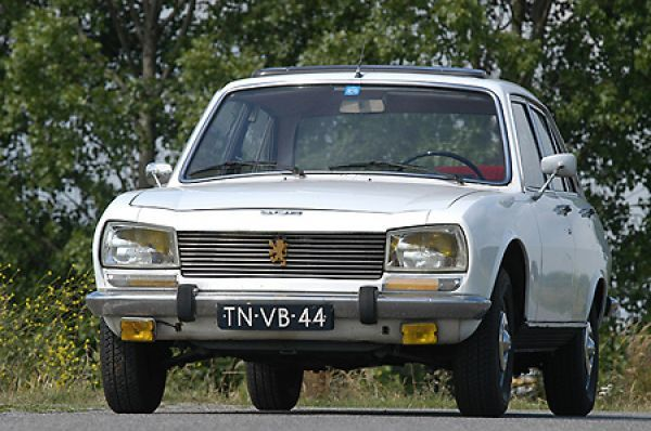 Peugeot 504 Ti Saloon Photo Prints 5815945 From Media Storehouse