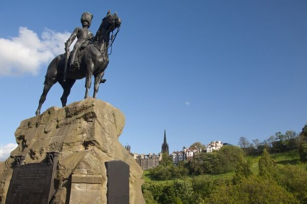 Scotland, Edinburgh, Princes Street. Royal Scots Greys Memorial to the Scottish soldiers of the Boer War, overlooking Princes Street Gardens and the Royal Mile (aka High Street)