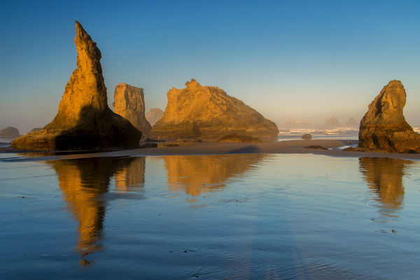 USA, Oregon, Bandon. Sunrise on beach. Credit as: Jay O'Brien / Jaynes Gallery / DanitaDelimont