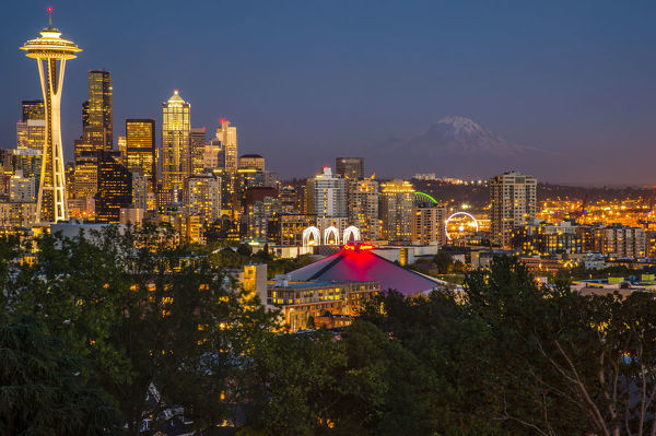 USA, Washington, Seattle, Night Scene, Mount Rainier