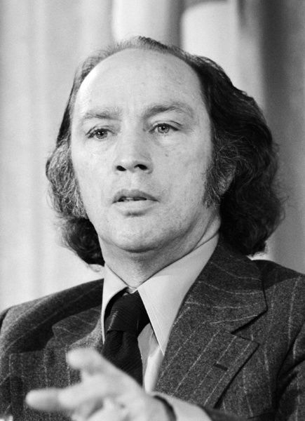 a biography of pierre trudeau a canadian politician The right honourable pierre elliott trudeau, born joseph philippe pierre yves   1919 – montreal, september 28, 2000), was prime minister of canada from.