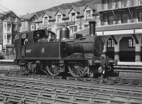 GWR (Great Western Railway) 0-4-2T no.5809. Built Swindon February 1933, withdrawn August 1959. Standing in GWR built bay paltform south of level crossing. Barmouth