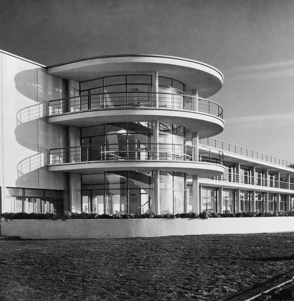 The spiral staircase leading to the lounge and sunroof of the De La Warr Pavilion in Bexhill-on-Sea, East Sussex, 1937.   (Photo by Herbert Felton/Hulton Archive/Getty Images)