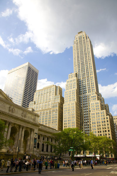 Towering Art Deco building, NYC - 500 Fifth Avenue (at right) at W ...
