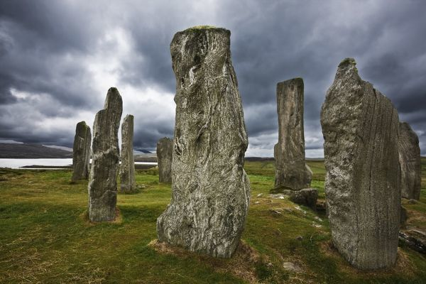The Callanish Stones, a stone circle built between 2900 ? 2600 BCE. The tallest of the stones stands 5 m high and 13 stones form the outer circle. near Callanish, Isle of Lewis, Outer Hebrides, Scotland