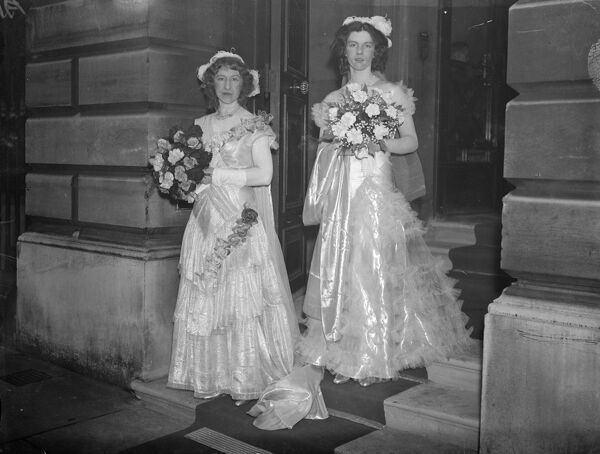 Marquise de Verdieres leaving with her daughter for the first presentation at Court.   11 May 1933