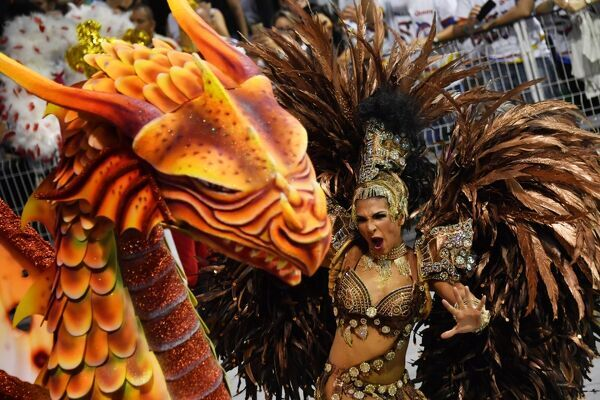 A dancer of the Mocidade Alegre samba school performs during the first night of carnival parade at the Sambadrome in Sao Paulo, Brazil on February 24, 2017. / AFP PHOTO / NELSON ALMEIDA