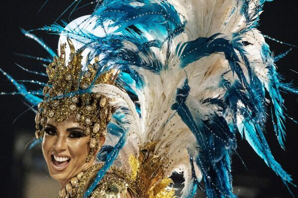 A reveller of the Unidos de Vila Isabel samba school performs during the first night of Rio's Carnival at the Sambadrome in Rio de Janeiro, Brazil, early on February 27, 2017. / AFP PHOTO / Yasuyoshi CHIBA