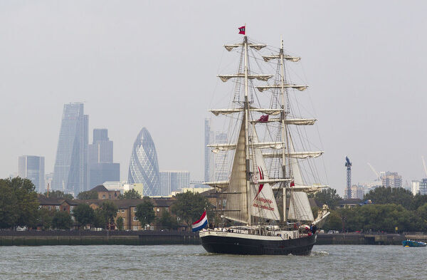 A sailing ship is pictured on the River Thames in central London, on September 5, 2014, during the Royal Greenwich Tall Ships Festival which runs until September 9, 2014. AFP PHOTO / JACK TAYLOR / AFP PHOTO / JACK TAYLOR