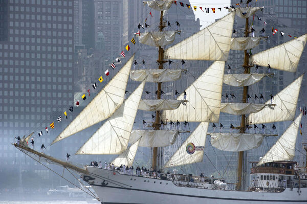 The tall ship from Ecuador Guayas sails past Manhattan May 23, 2012 in New York. The tall ship is participating in Fleet Week events in New York. AFP PHOTO/DON EMMERT / AFP PHOTO / DON EMMERT