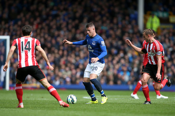 Everton's Ross Barkley in action with Sunderland's Jordi Gomez (left) and Lee Cattermole (right) during the Barclays Premier League match at Goodison Park, Liverpool
