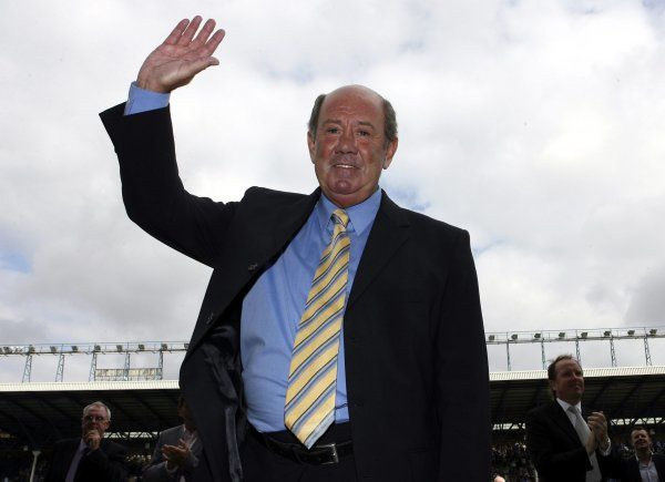 Howard Kendall waves to the fans Mandatory Credit: Action Images / Carl Recine Livepic