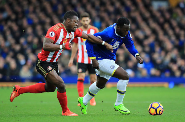 Sunderland's Lamine Kone (left) and Everton's Romelu Lukaku battle for the ball during the Premier League match at Goodison Park, Liverpool
