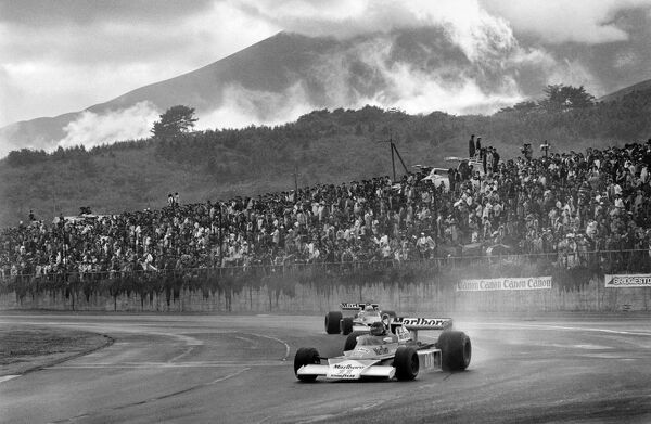 Fuji, Japan. 22nd - 24th October 1976. James Hunt (McLaren M23-Ford), 3rd position to clinch the World Championship title, action. World Copyright: LAT Photographic Ref: B/W Print