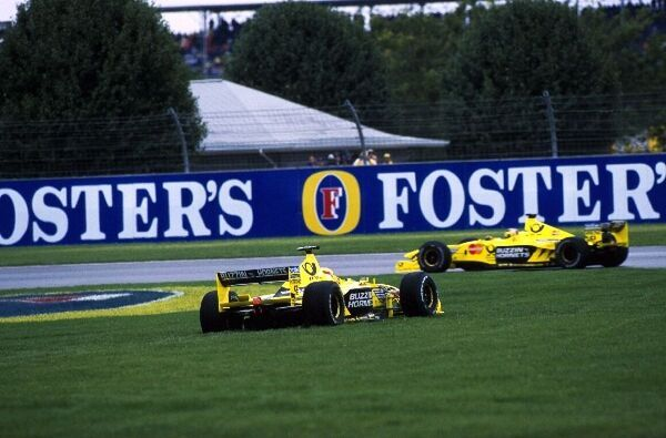 Jarno Trulli(ITA) Jordan Mugen Honda EJ10 spins on to the grass in front of team mate Frentzen who finished 3rd USA Grand Prix, Indianapolis, 24 September 2000