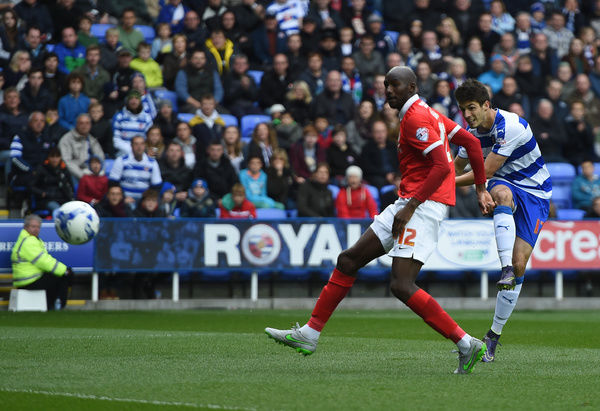 Reading's Lucas Piazon shoots at goal