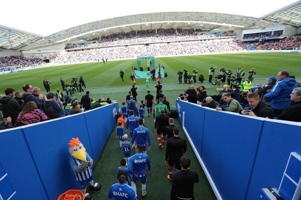 Match action during the Premier League match between Brighton and Hove Albion and Southampton at the American Express Community Stadium, Brighton on the 29th October 2017