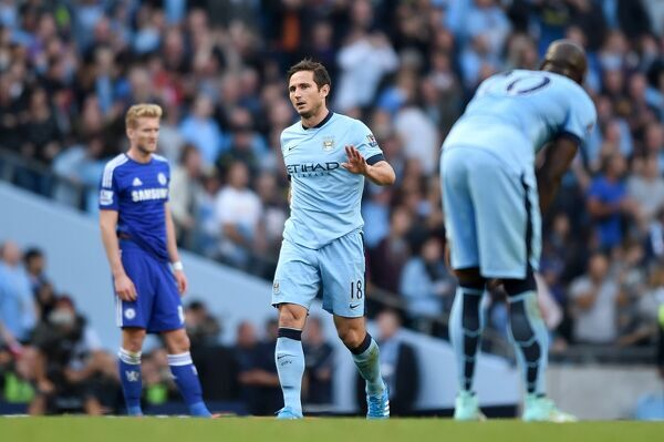 Manchester City's Frank Lampard (centre) reacts after scoring a late equaliser
