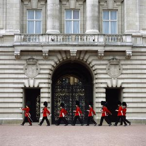 <b>Buckingham Palace</b><br>Selection of 35 items