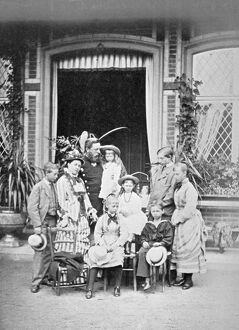 Crown Prince and Princess of Prussia and their family N950004