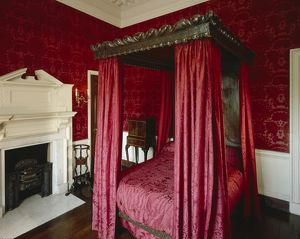 Red Damask Bedchamber, Marble Hill House J020051