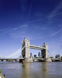 Tower Bridge J060038