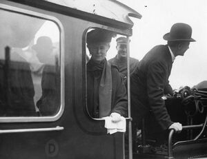 Queen Mary on the footplate of No 4082 Windsor Castle, 1924