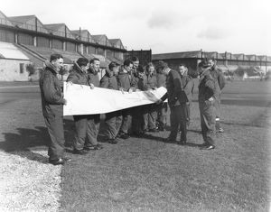 Airmen of Long Range Development Unit, with map, Upper Heyford,