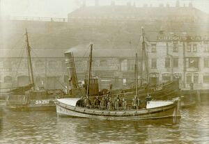 Tynemouth. Self righting motor boat. ON613. Henry Vernon. Ten crew on board. Quay in background.
