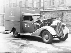 Blitz in London -- damaged LFB vehicle, Shoreditch, WW2