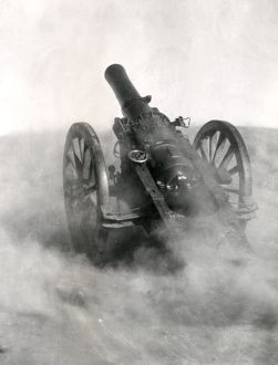 British Howitzer gun in action, Samarra, WW1