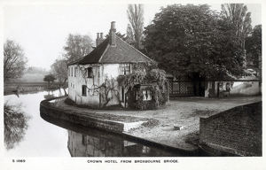 new images grenville collins collection/broxbourne hertfordshire crown hotel bridge