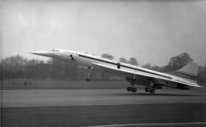 Concorde 01 G-AXDN makes its first take-off from Filton