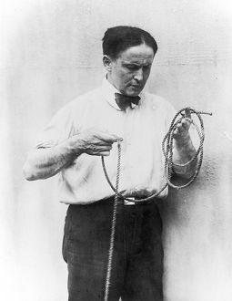HOUDINI AND ROPE C1920