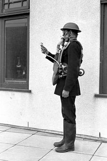 London (NFS) firefighter in breathing apparatus, WW2