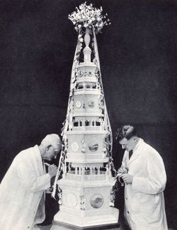 Royal Wedding 1934 - the wedding cake