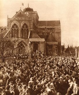 Royal Wedding 1947 - crowds at Romsey
