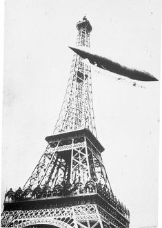 Santos-Dumont airship No6 rounding the Eiffel Tower in t?
