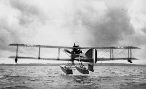 Short seaplane Type 184 hovering above the sea, WW1