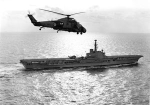 A Westland Wessex flies over HMS Albion (R07)