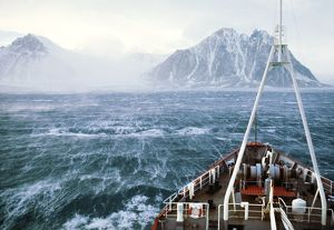 Antarctic - high wind from glacier over sea