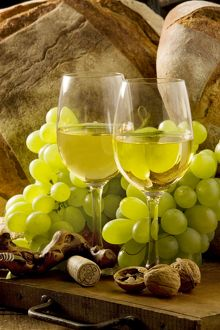 LA-6704 Wine Glasses - with white wine and grapes