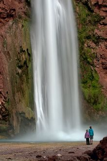 Mooney Falls / Havasupai Falls with tourists (Kennedy