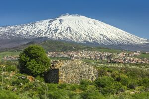 3350m snow capped volcano mount etna unesco world