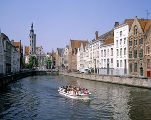 Boat trips along the canals, Bruges (Brugge), UNESCO World Heritage Site, Belgium, Europe